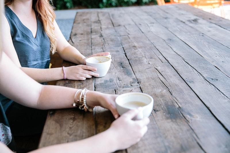 飲み物と女性